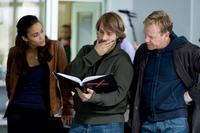 Paula Patton, Director Alexandre Aja and Kiefer Sutherland on the set of