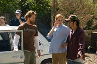 Cinematographer Daniel Moder, Julia Roberts and director/screenwriter Dennis Lee on the set of