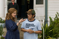 Julia Roberts and director/screenwriter Dennis Lee on the set of