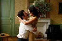 Vincent Cassel as Jacques Mesrine and Elena Anaya as Sofia in