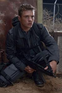 Ryan Phillippe as Lt. Dixon Piper in