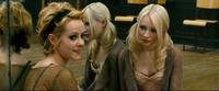 Jena Malone as Rocket and Emily Browning as Babydoll in