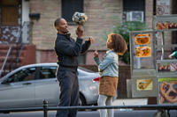 Jamie Foxx as Stacks and Quvenzhane Wallis as Annie in