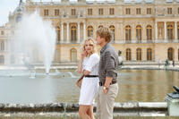 Rachel McAdams as Inez and Owen Wilson as Gil in