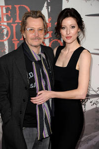 Gary Oldman and Donya Fiorentino at the California premiere of