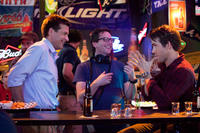 Jason Bateman, Writer/producer David Dobkin and Ryan Reynolds on the set of