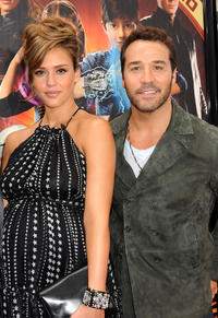 Jessica Alba and Jeremy Piven at the California premiere of