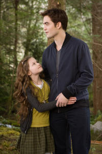 Mackenzie Foy and Robert Pattinson in