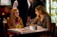 Abigail Breslin as Hailey and Sarah Jessica Parker as Kim in