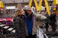 Hilary Swank and director Garry Marshall on the set of