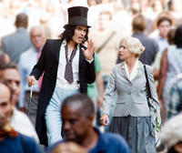 Russell Brand as Arthur and Helen Mirren as Hobson in