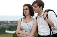 Anne Hathaway as Emma Morley and Jim Sturgess as Dexter Mayhew in