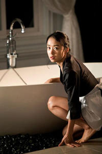 Jeon Do-yeon as Housemaid Eun-i in