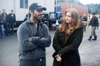 Director Zack Snyder and Amy Adams on the set of