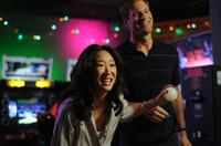 Sandra Oh as Gaby and Aaron Eckhart as Howie in