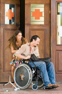 Mariana Loureiro as Carmo and Fele Martinez as Marco in