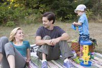 Elizabeth Banks as Nealy Lang and Tobey Maguire as Jeff Lang in