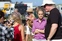 AnnaSophia Robb, Carrie Underwood and director Sean McNamara on the set of