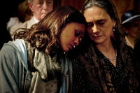 Zoe Saldana as Cataleya and Ofelia Medina as Cataleya's Grandmother in