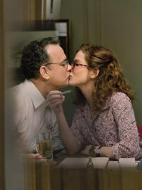 Tom Hanks as Thomas Schell and Sandra Bullock as Linda Schell in