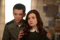 Asa Butterfield and Abigail Breslin in