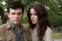 Alden Ehrenreich as Ethan Wate and Alice Englert as Lena Duchannes in