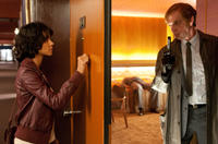 Halle Berry as Luisa Rey and Hugo Weaving as Bill Smoke in