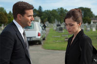 Bradley Cooper as Avery and Rose Byrne as Jennifer in