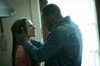 Kate Del Castillo as Alexis and Idris Elba as Colin in