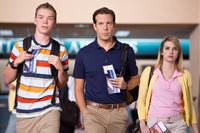Will Poulter as Kenny Rossmore, Jason Sudeikis as David Clark and Emma Roberts as Casey Mathis in