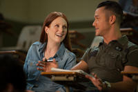 Julianne Moore and Joseph Gordon-Levitt in
