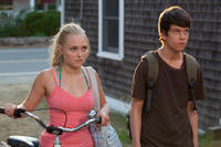 AnnaSophia Robb as Susanna and Liam James as Duncan in