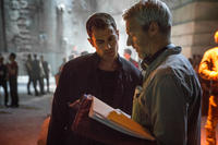 Director Neil Burger and Theo James on the set of