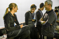 Shailene Woodley, author Veronica Roth and director Neil Burger on the set of