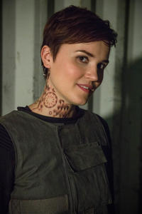 Author Veronica Roth on the set of