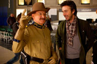 Director Shawn Levy and Robin Williams on the set of