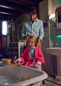 Loreto Peralta as Maggie and Eugenio Derbez as Valentin in