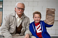 Johnny Knoxville as Irving Zisman and Jackson Nicoll as Billy in