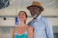 Ashley Judd as Lorraine Nelson and Morgan Freeman as Dr. Cameron Mccarthy in