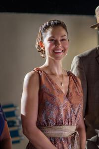 Ashley Judd as Lorraine Nelson in
