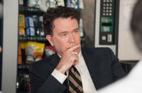 Timothy Hutton as Bruce Komiske in