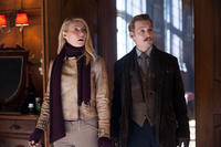 Gywneth Paltrow as Johanna and Johnny Depp as Charlie Mortdecai in