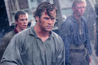 Sam Kelley as Ramsdell, Chris Hemsworth as Owen Chase and Edward Ashley as Barzillai Ray in