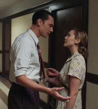 Hiddleston as Hank Williams and Elizabeth Olsen as Audrey Williams in