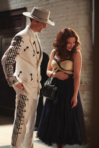 Tom Hiddleston as Hank Williams and Maddie Hasson as Billie Jean Jones in