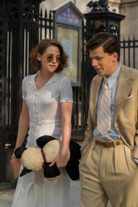 Kristen Stewart as Vonnie and Jesse Eisenberg as Bobby in