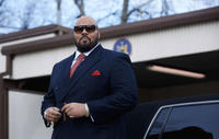 Dominic L. Santana as Suge Knight in
