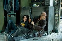 John McClane (Bruce Willis) and Matt Farrell (Justin Long) pause in the midst of battle in