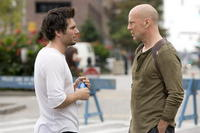 Director Len Wiseman and Bruce Willis on the set of