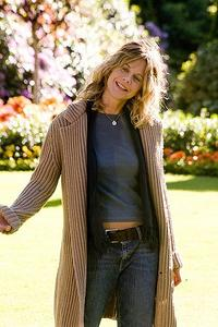 Sarah (Meg Ryan) and her two daughters live across the street from Carter in